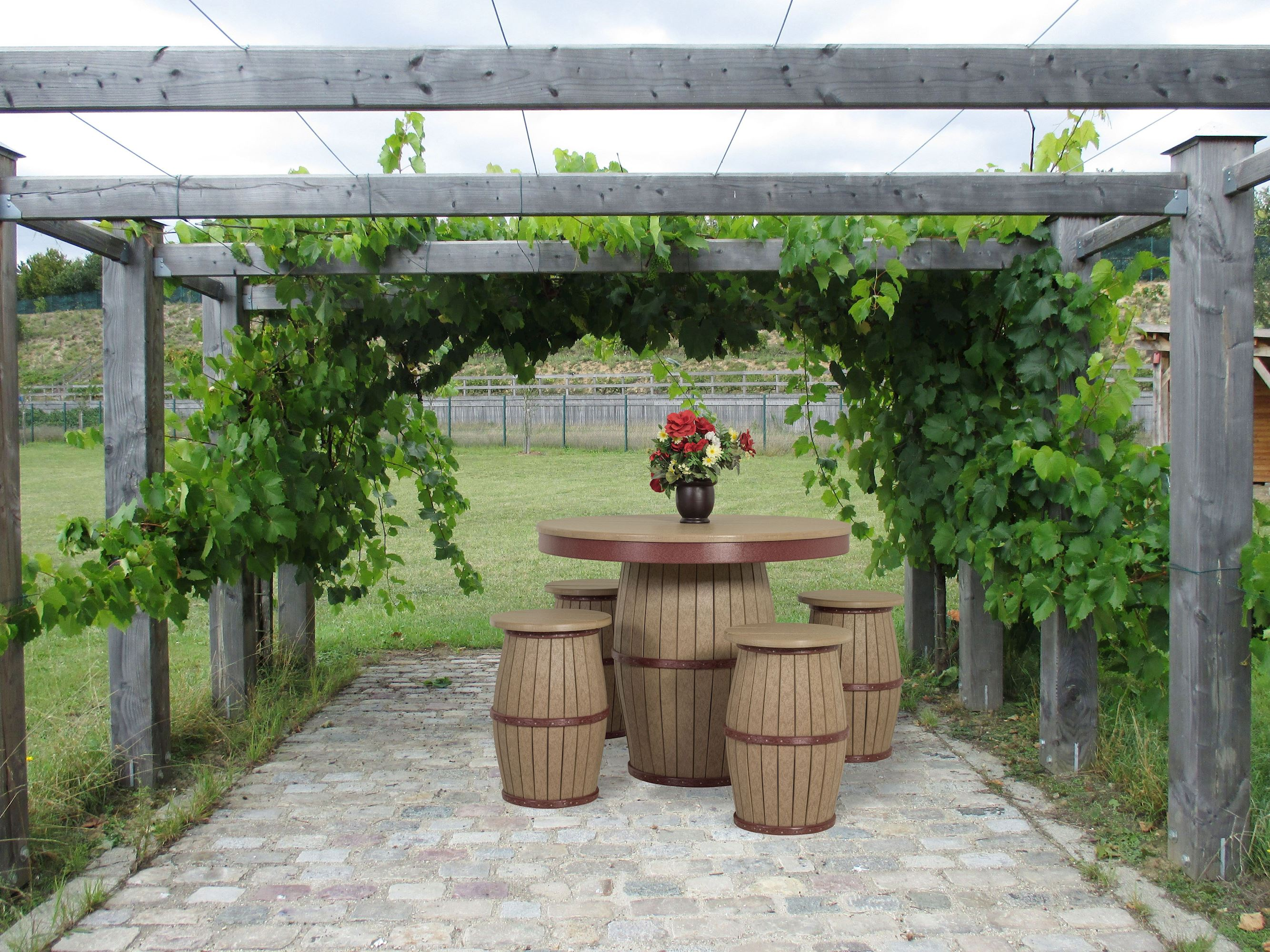 recycled-poly-outdoor-patio-barrel-table