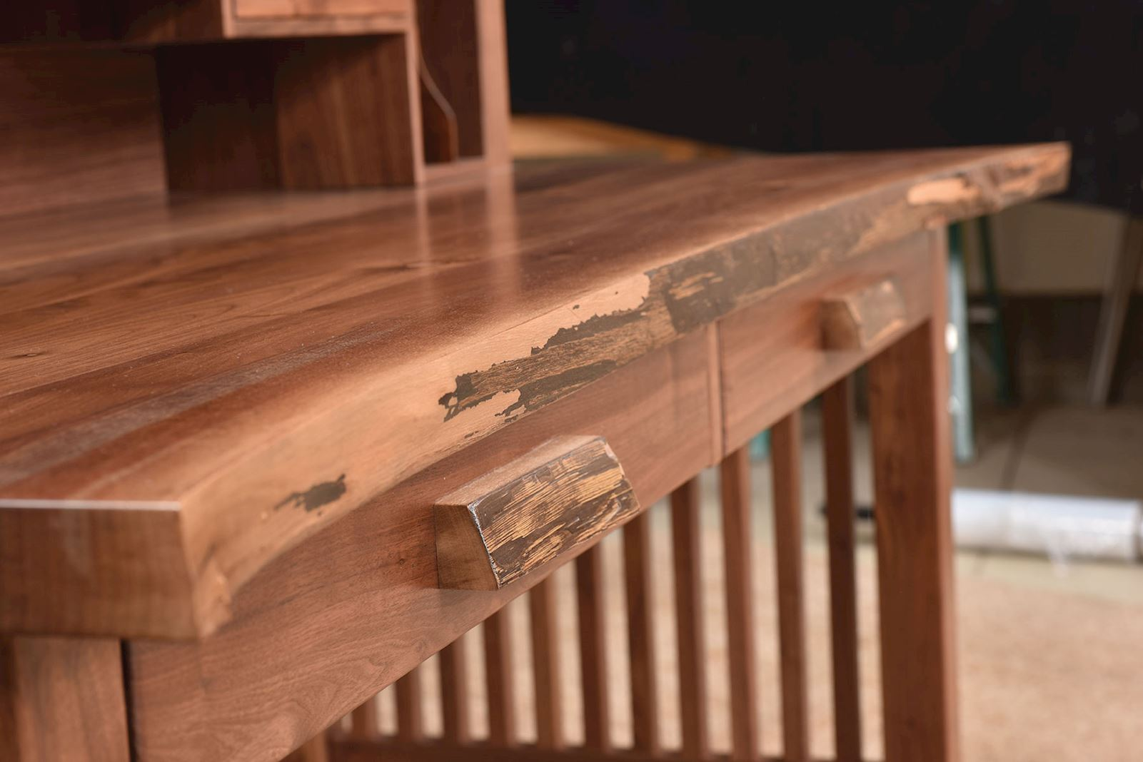 live-edge-writing-desk-detail